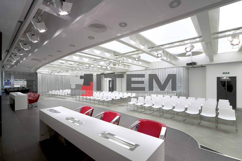 Eğitim salonu gergi tavan aydınlatma