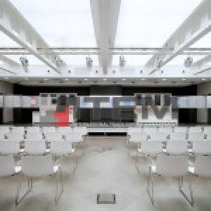 Eğitim salonu konstrüksüyon arası translucent gergi tavan aydınlatma